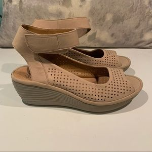 GENTLY WORN CLARKS PERFORATED SANDALS SIZE 8.5